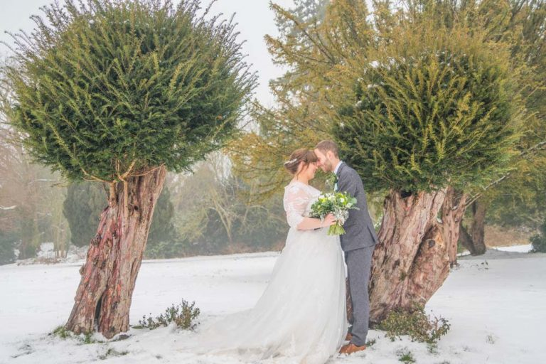 snowy winter wedding photos